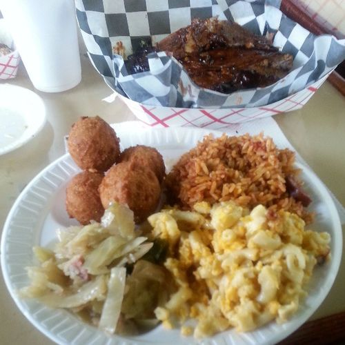 Dinner is served and I'm happy!!! EatinGood SouthernFood RedRice Cabbage Macaroni Ribs Cornbread SweetTea