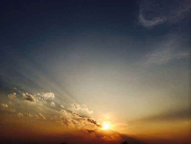 もしもし私、月曜日… もうすぐあなたのそばよ IPhoneography Clouds And Sky