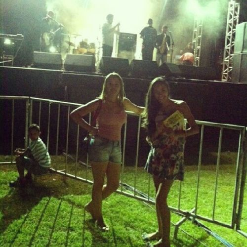 uuunnn Canto da primavera foi muito bom ^.^ ... ficamos tão pertinho do palco \õ/ - uhnnn Canto da Primavera was very Good ^.^ ... we were so Close to the Stage \õ/ CantoDaPrimavera Pirenopolis GO BRASIL !