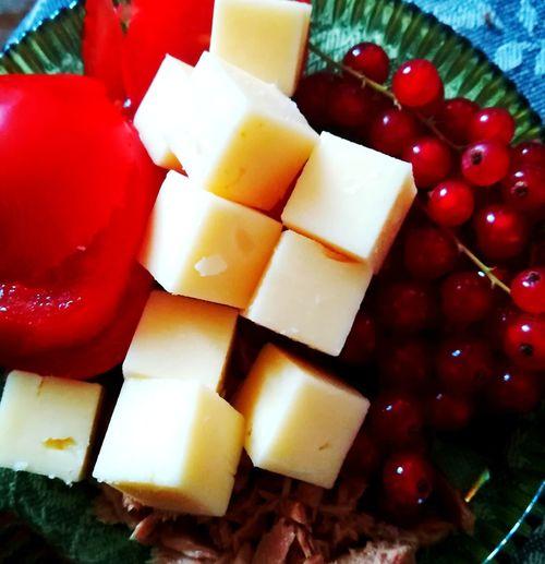 für den kleinen Hunger zwischendurch #käse #tunfisch #vitamine Fruit Red SLICE Close-up Sweet Food Food And Drink Dessert