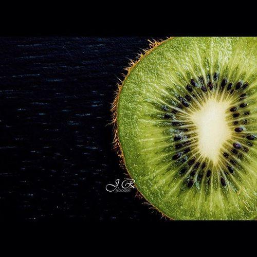 Kiwi Freshfruit Summertime Cutinhalf