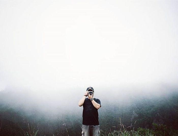Selimut kabut Loc: Kali Adem DIY If:@si.rv Fog Misty Landscape Nature Livefolkindonesia Liveauthentic Livefolk Wanderlust Kerengan Indonesia_photography Id_pendaki Jogja Explorejogja Adventure Justgoshoot Igers Ig_worldclub Instagood Instagram @instagram Kabut_lembut Myphotographybeginshere Indotravellers Infojogja Vscocam VSCO super_indonesia sonyalpha_id wonderfuljogja standingsolo standingsoloindonesia