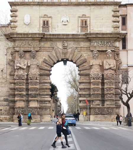 Porta Nuevo, Palermo. Sicily Sicilia Italy Palermo, Italy Palermo Italia Italy🇮🇹 Ancient Architecture History Cultures Travel Traveler Travel Destinations Travel Photography Traveling Old Town Architecture Architecture Vacations Vacation Time