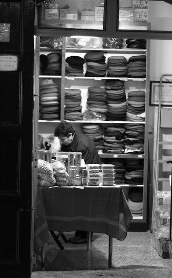 attualmente ...retrò Abundance Bianco E Nero Collection Expo Pistacchio 2016 Bronte Person Realtalk Small Business Stack Monochrome Photography