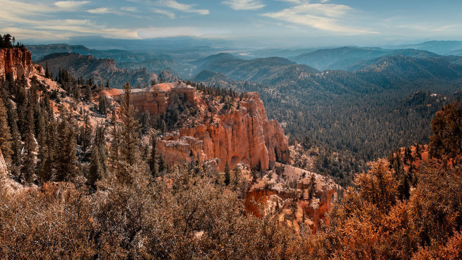 Panoramic view over the bryce canyon and the surrounding mountains