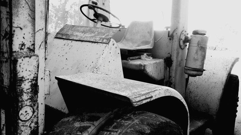 Metal Tractor Trucks🚛🚒🚚⚠ Oldtruck Oldtrucks Montacargas Lift Truck Black & White Cellphone Photography