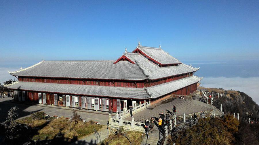 峨眉山 峨眉山 Snow Covered Cloud Sea (雲海) Roof City Place Of Worship Sky Architecture Building Exterior Built Structure