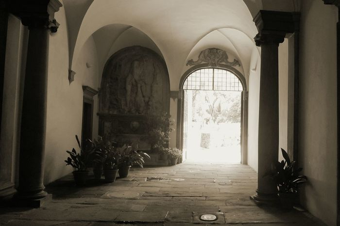 Blackandwhite Blackandwhite Photography Black And White Photography Black&white Black And White Collection  Schwarzweiß Sonnenlicht Sunlight Eingangsbereich Eingang Entry Entry Hall Mediterranean  Tuscany Toscana HouseEntrance Old House Typical Houses Showcase March Telling Stories Differently The Architect - 2016 EyeEm Awards