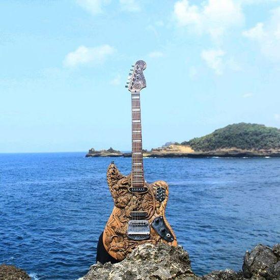Aku , gitar dan pantai .. Loc: pantai rowogebang Malang Malangpedia Malangalam Kerengan Kerenesia Beach Guitar Art Visitmalang Canon Camera_indonesia Camera_indonesia_malang
