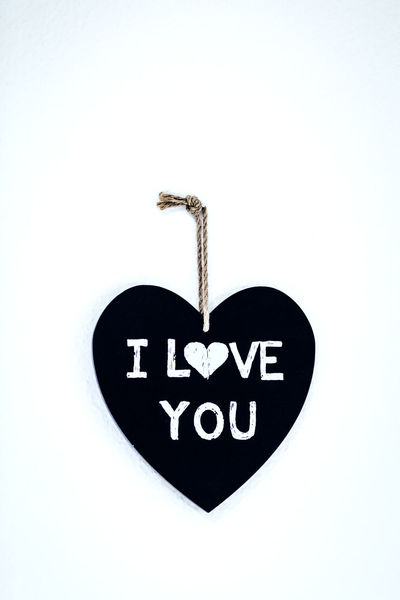 Aufhängung Day Family Hanging Harmony Heart Shape Heartshape Herzförmig I Love You I Love You ! I Love You Sign I Love You ❤ Ich Liebe Dich ! Ich Liebe Dich ♥ Love Love Quotes No People Relationship Shape Of Heart Studio Shot White Background