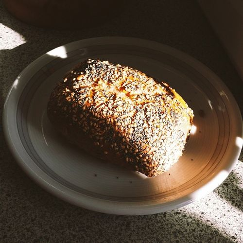 Good morning! Have a nice weekend! BR ötchen Bun Sesame Sesam poppyseeds mohn sunshine sonnenschein goodmorning haveaniceweekend vsco vscocam vscophile vscogram vscoism vscolover