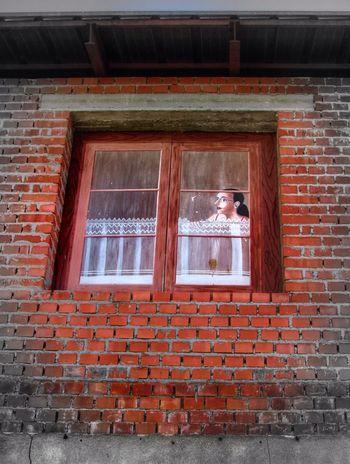 Window Somosfelices KnockedAndClosed Architecture