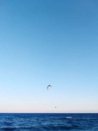 Kite Surf Paragliding Clear Sky Water Sea Parachute Flying Adventure Beach Blue Summer Kiteboarding Paddleboarding Windsurfing Water Sport Parasailing Extreme Sports Aquatic Sport Kite - Toy Stunt Person Surfer Oar Surfing Regatta Sculling Gliding Seascape Surfboard Scull Jet Boat Skydiving