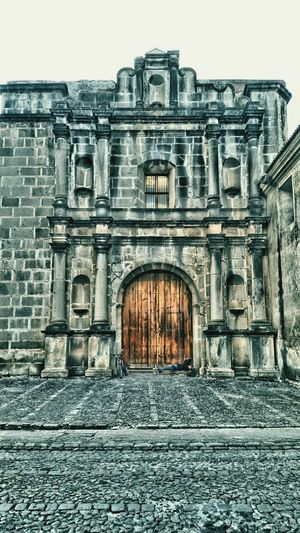 Man resting at the door of a church Architecture Built Structure HistoryResting Place Building Exterior Outdoors Day Resting Time Hora De Descanso Iglesias Empedrado