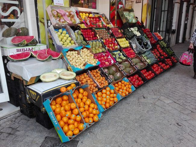 Una fruta al dia Multi Colored Price Tag Market Choice Retail  Arrangement Variation For Sale High Angle View Small Business
