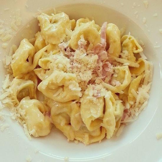 Tortellini  Panna and Prosciutto bei Sam