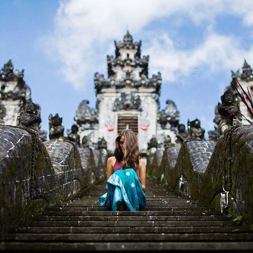 Храм Лемпуянг (Pura Luhur Lempuyang) Puraluhurlempuyang Bali INDONESIA Iceland I Looufen Sun Pura Follow Followme Photosession Photographer Photo Photobali Like4like Girl Model