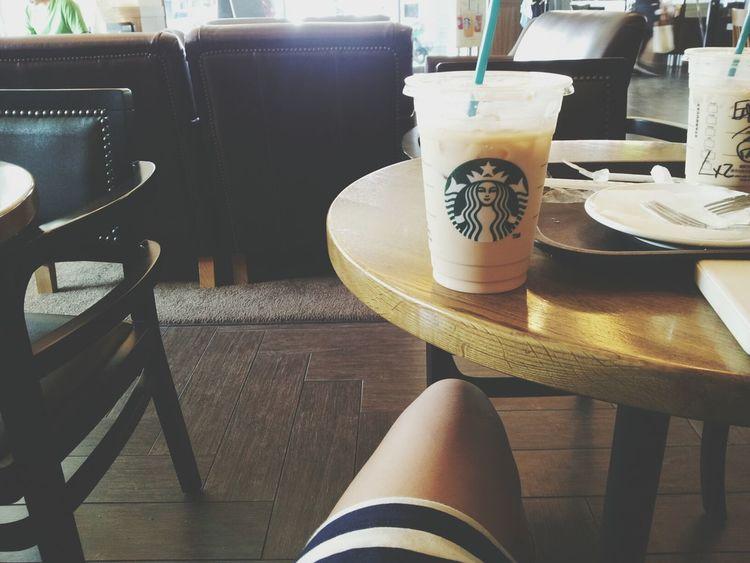 夏天來一杯冰咖啡真好。 Enjoying Life Coffee Starbucks Relaxing