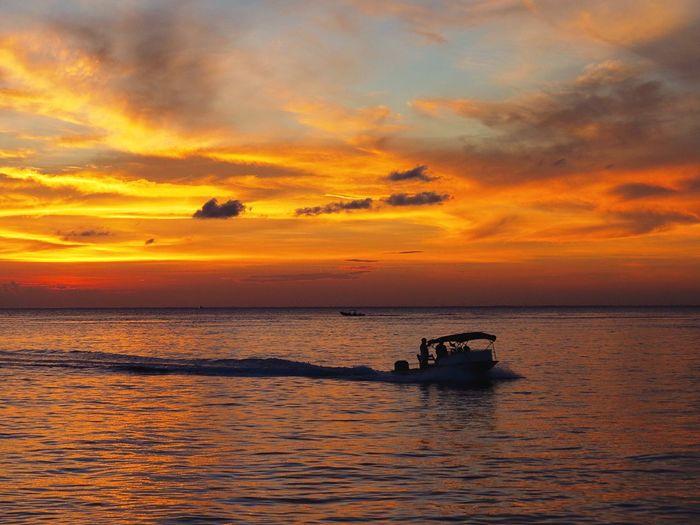 Another beautiful sunset in Cozumel Cozumel Mexico Sunset Traveling Canonphotography Beautiful Nature Paradise Island Taking Photos Travel Islandlife Eye4photography  Ocean Photooftheday Eyemphotography Photography Orange Color Boat