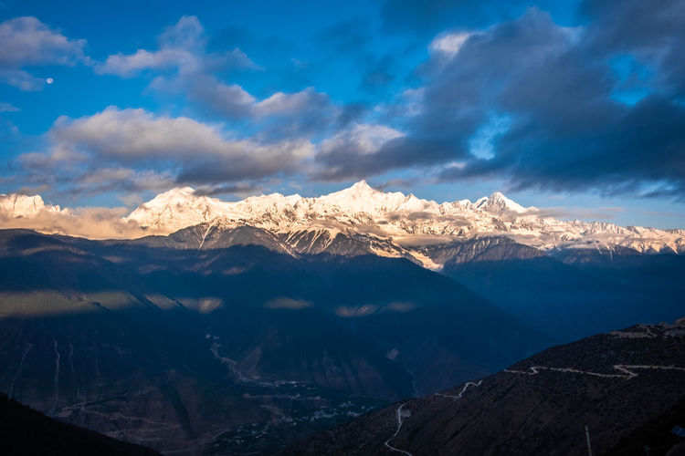 Mountain Cloud - Sky Sky Scenics - Nature Beauty In Nature Mountain Range Tranquil Scene Snow Cold Temperature Environment Tranquility Winter Snowcapped Mountain Landscape Non-urban Scene Nature Idyllic Mountain Peak No People Outdoors Meili DeQin Yunnan China Tibet Top High Fog Cool Cold