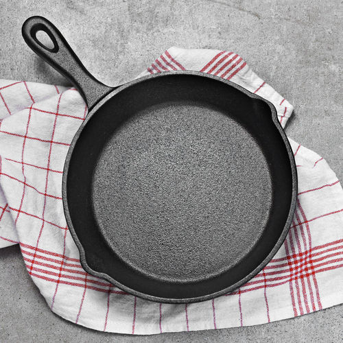 Cast iron pan on a grunge concrete background with copy space. Empty iron pan, top view or high angle shot. Pan Directly Above Kitchen Utensil Frying Pan No People Food And Drink Indoors  Circle Tablecloth Household Equipment High Angle View Studio Shot Food Cooking Pan Skillet- Cooking Pan Cast Iron Cast Iron Pan Empty Top View Concrete Stone Background Copy Space Copyspace Cooking Stone Material