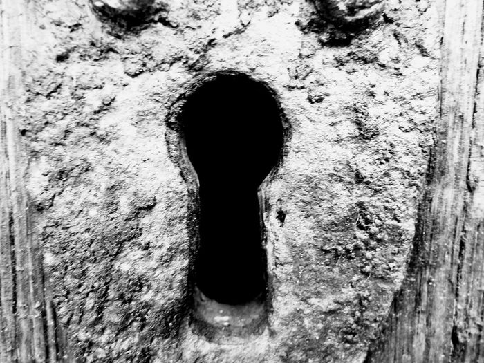 Close-up Outdoors Day No People Black And White Blackandwhite Blackandwhite Photography Black & White Black&white Urbanphotography Church Keyhole Of The Church