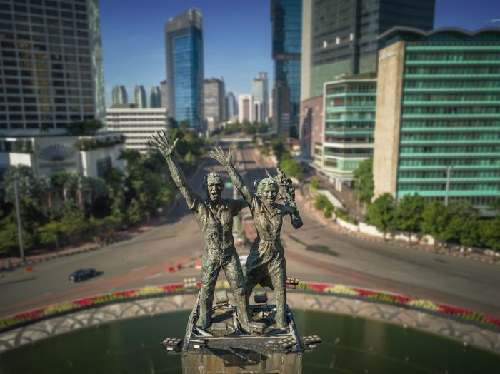 Welcome to Jakarta Jakarta Indonesia Jakarta BundaranHI Bundaran Hotel Indonesia Bundaran HI Monument Architecture Building Exterior City Built Structure Skyscraper Street Transportation Road Cityscape Traffic Circle Outdoors Statue Travel Destinations