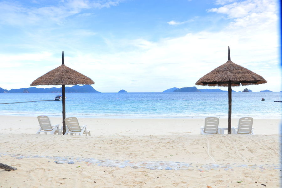 Best View on Beach Beachphotography Nyaung Oo Phee Island Victoriacliffhotel WhiteSandBeach Bluesky
