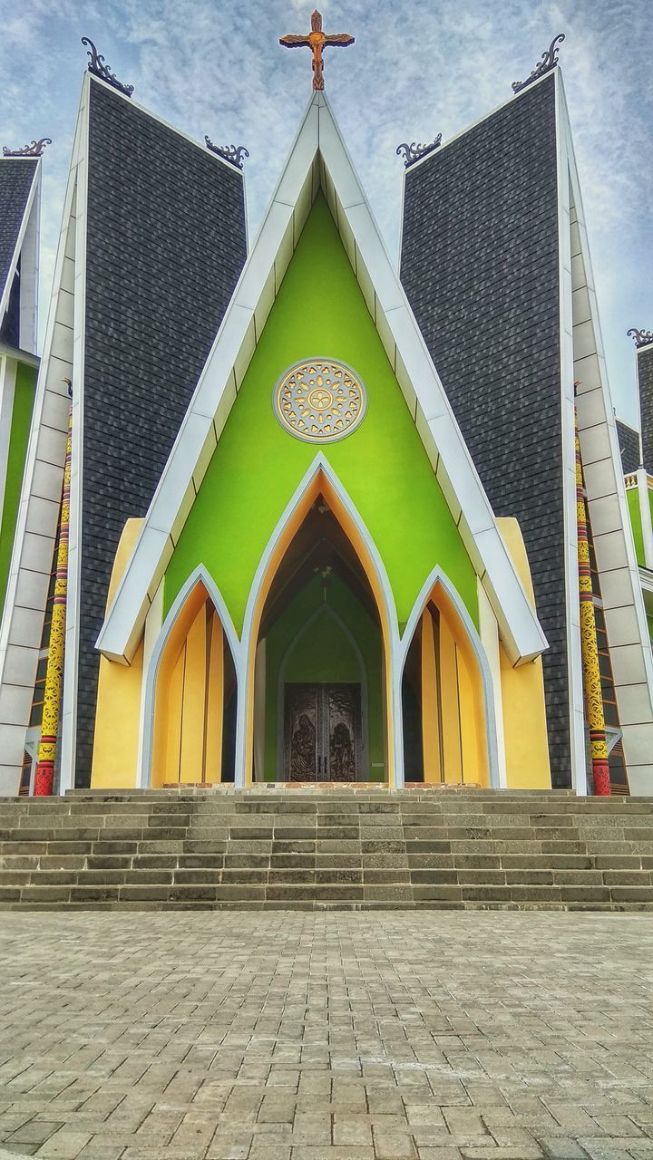 architecture, built structure, building exterior, building, entrance, day, arch, religion, place of worship, belief, door, no people, spirituality, facade, sky, nature, city, outdoors, house