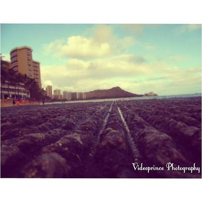Dreaming of Waikiki 🌄 Photography By: @Videoprince Hawaii Oahu Luckywelivehi HiLife 808  Alohastate Beautiful Venturehawaii Instagram Instatravel Hnnsunrise Photographer Cameralife Photography Cameraready Beach Sand Ocean Waikiki Justlivinglife Landscape Diamondhead Views Angles Eye4art photo dream surfing