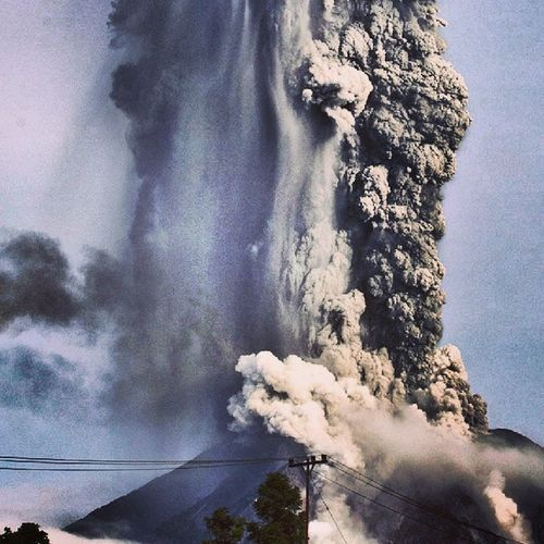 Mount Sinabung volcanic ash into the sky, until now still oozing hot lava and aftershocks @nature Prayforsinabung NorthSumatra INDONESIA Instapic nature instadaily instaday instapeople