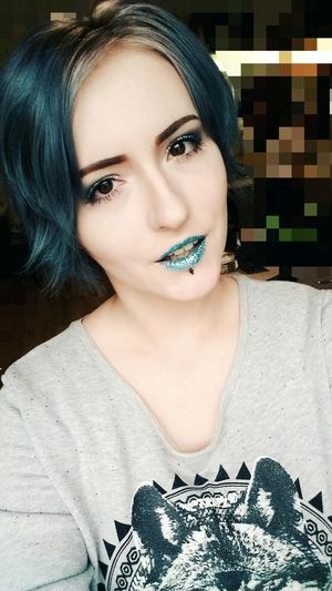 I kinda miss blue hair :/ Darkeyes Makeupartist Paleskin Mua Grunge Alternative Piercing Glitter BlueHair Rainbowhair Selfie ♥ Smile Glitterlips Blue Makeupschool Motd