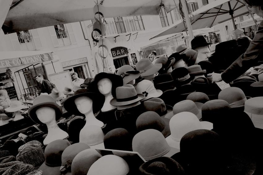 Campo de' Fiori 2 Bazaar Bazar Black & White Black And White Blackandwhite Blackandwhite Photography Buying Campodeifiori CampoDèFiori Hats Hute Leisure Activity Lifestyle Market Market Stall Real People Rom Rome Selling Selling On The Street