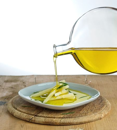 Pouring olive