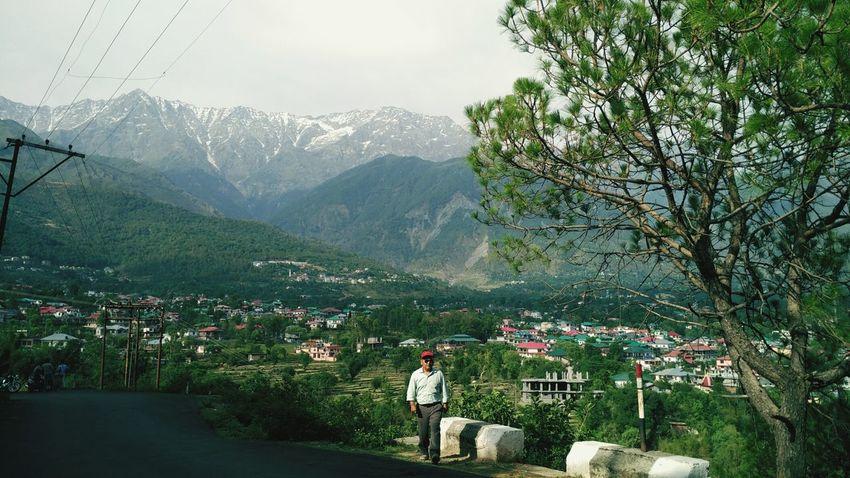 Dad. Dharmshala Roadtrippin' Bckdrop<3 Mountains Grenery