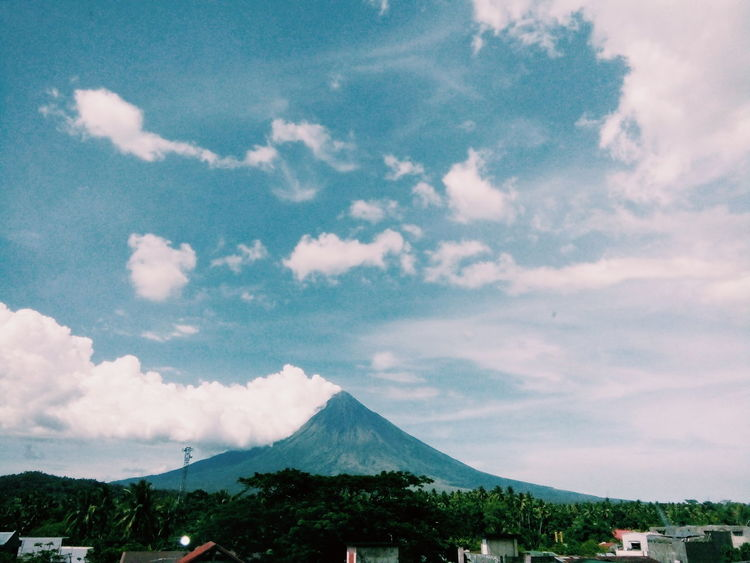 Mayon Volcano Philippines Mayonvolcano Perfect Cone Natures Bounty Of Beauty And Love Natures Diversities Nature_collection Nature Photography Volcano Volcano Landscape Natures Beauty... Natures Beauty Natures Artwork Albay,bicol Philippines