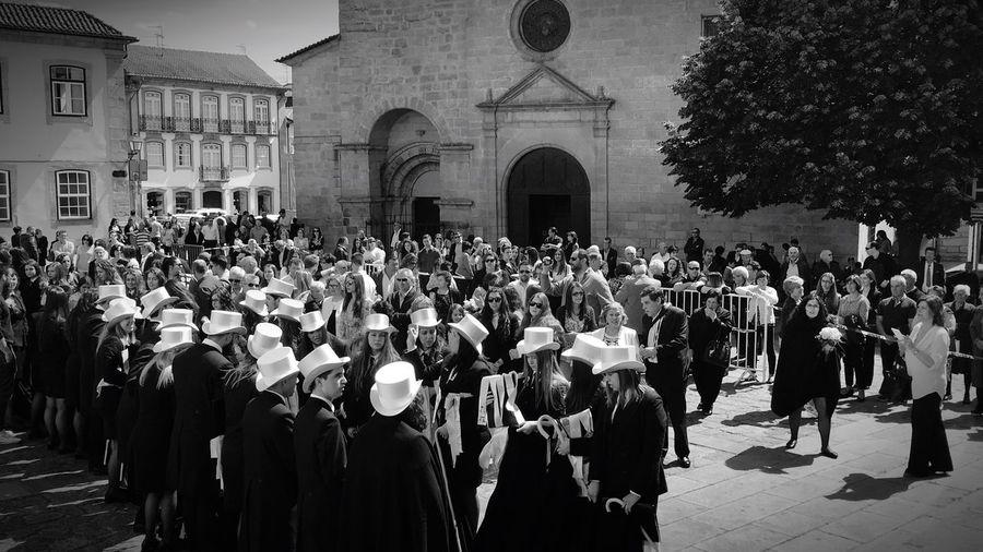Todo lo que empieza llega siempre a su fin Portugal Queima Tradición Asombrada Fila Finalistas Gorritos  Amarillos