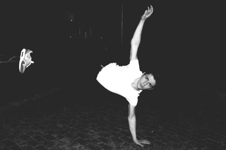 Street Breakdance Night Black & White Blackandwhite Nike✔