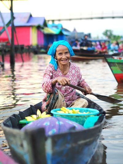 Floating market Floating Market Banjarmasin INDONESIA Indonesia Photography  Water Portrait Smiling Women Happiness Beauty Looking At Camera Nautical Vessel Business Finance And Industry Beautiful People Rowing Gondola - Traditional Boat