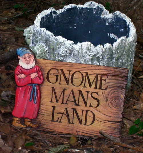 Gnome Gnome Mans Land Sign Standing Text Wood