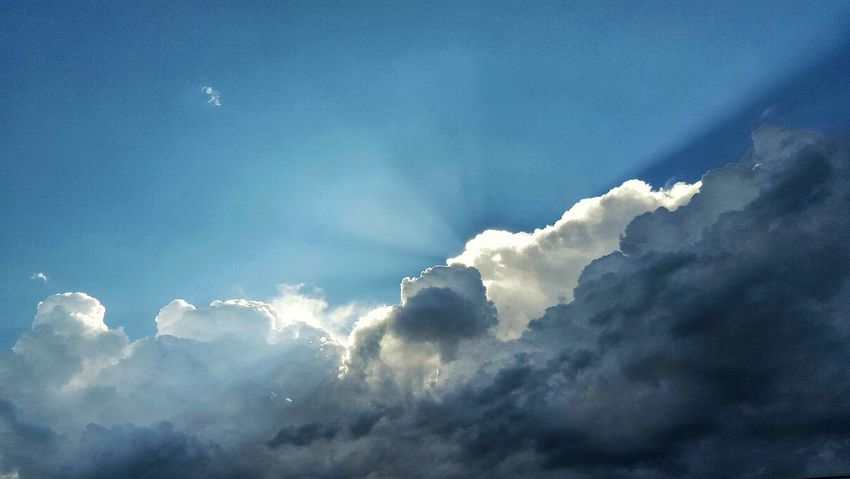 Nature Dramatic Sky Natural Beauty EyeEm Masterclass True Beauty Storm Cloud Distant First Eyeem Photo EyeEm Nature Lover Majestic Nature Cloud Formations EyeEm Gallery EyeEm Best Shots - Nature Light Vs. Dark Enjoying Life Clouds And Sky Bright Sky Thunderstorm