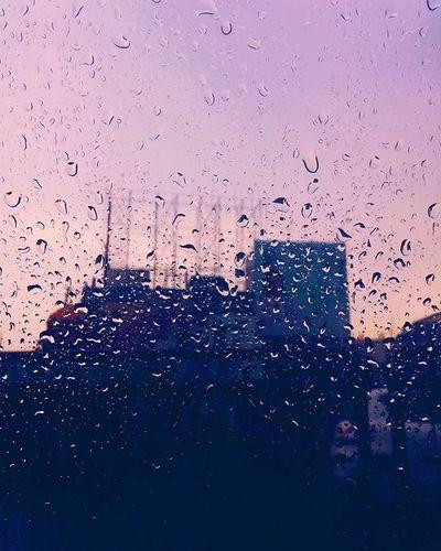 Rainy Day Scenes ☔☔ .................................................................Vscocam Vscobest Vscoindia Featuremevsco Instagramindia Instalike Instadaily Sky Shadesofpink Convexrevolution Indiapictures Indiagram Vscogood Longdrive Rain Raindrops Sunset Myhallaphoto Vscoearth Pastel Power