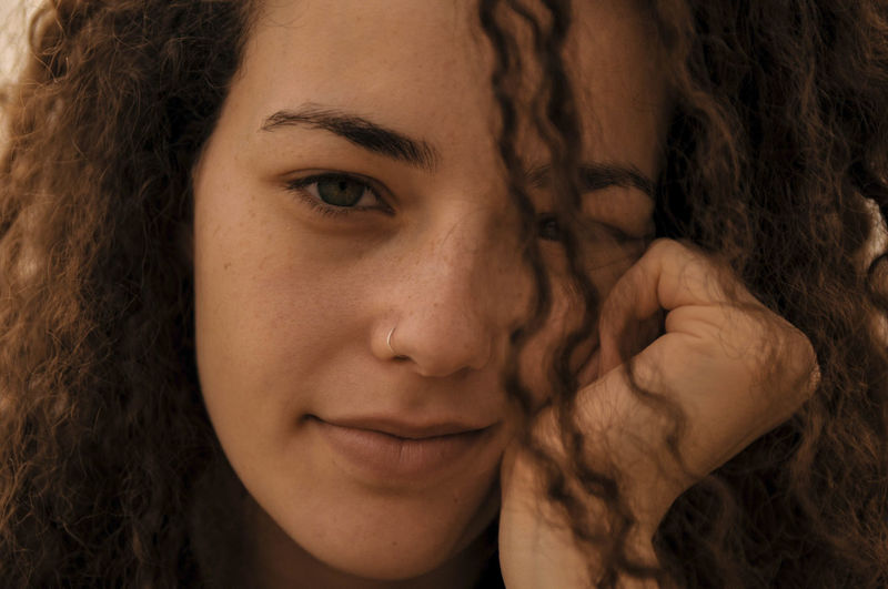 Close Up Focus Curls Curly Hair Curl Eyes Close Up Photography Strong Look Strong Thinking A Women Thinking Wondering Wonder Young Women Portrait Beautiful Woman Beauty Females Women Curly Hair Headshot Beautiful People