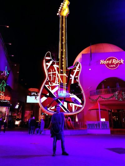 #chillin'#CityWalk#HardRockCoffe#Guitar