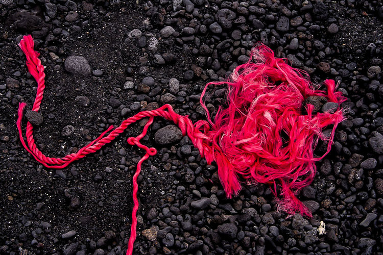Rouge et noir Red No People Close-up High Angle View Rope Rock Solid Gray Day Rock - Object Outdoors Nature Full Frame Still Life Lanzarote Island Volcanic Rock