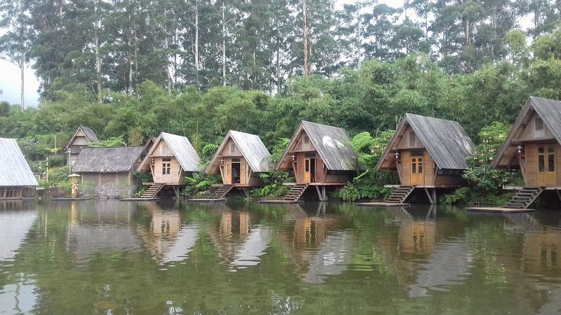 Water Tree House Built Structure Building Exterior Architecture Outdoors No People Nature Day Sky Boathouse Residential Building Samsung Galaxy Grand Prime Samsungphotography Learn & Shoot: Simplicity Resorts Resort