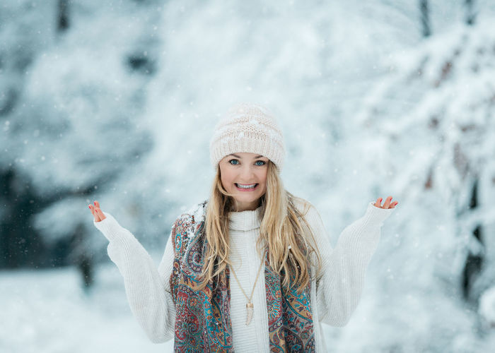 Do you miss winter ? Poland Beautiful Woman Blond Hair Clothing Cold Temperature Emotion Front View Hair Hairstyle Happiness Hat Knit Hat Looking At Camera One Person Portrait Scarf Smiling Snow Snowing Turquoise Warm Clothing White Color Winter Young Adult Young Women The Portraitist - 2018 EyeEm Awards The Great Outdoors - 2018 EyeEm Awards My Best Photo