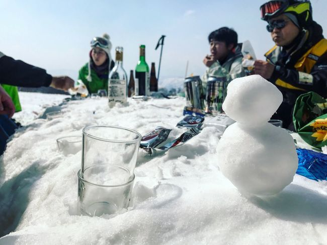 DRINK PARTY ON THE SKI SLOPES Real People Friendship Cold Temperature Lifestyles Sky Men Drink Leisure Activity Sea Vacations Beach Outdoors Day Happiness Nature Winter Women Smiling Young Adult Water