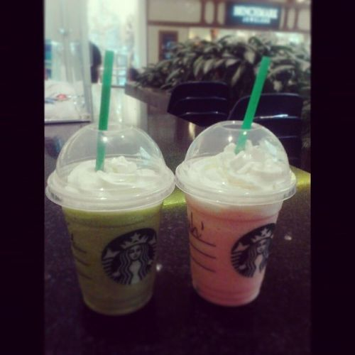 Finally got her (late) birthday gift that I promised .Mine on left (Green tea frappachino) Sarahi's right (Cotton candy frappachino...I think.Right?) You're welcome sis @sarahi_hunn ♥ Yesterday Starbucks Northeastmall Funtimes Cousintimes