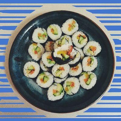 Homemade sushi for lunch ?yum! Avacado, carrot, pepper, cucumber, and toasted sesame seeds. So good. Whatveganseat Sushi Vegansofinstagram Vegansofig veganfoodshare vegansushi avacado nori omnomnom homemade